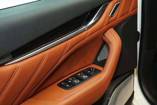 Ngắm nội thất tinh tế Ermenegildo Zegna trên chiếc Maserati Levante - 7