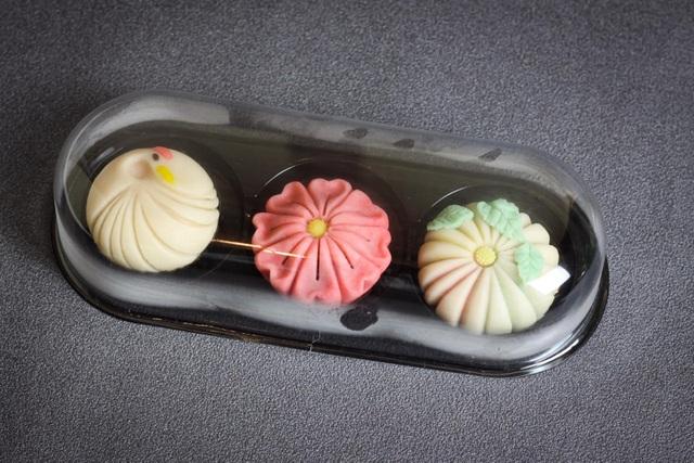Vợ đảm làm bánh wagashi vừa ngon vừa đẹp khiến chồng ăn hoài không chán - 9
