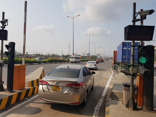 Xả trạm liên tục, giao thông vẫn tắc cứng tại trạm BOT xa lộ Hà Nội - 6