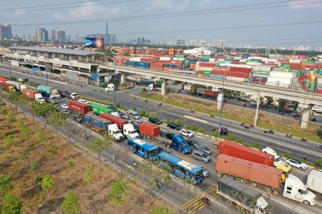 Xả trạm liên tục, giao thông vẫn tắc cứng tại trạm BOT xa lộ Hà Nội - 1