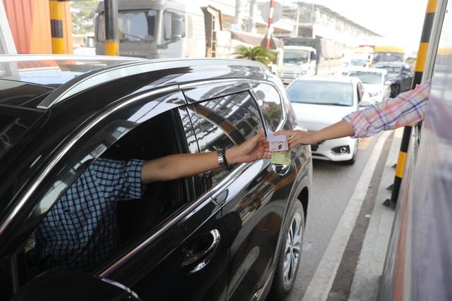 Xả trạm liên tục, giao thông vẫn tắc cứng tại trạm BOT xa lộ Hà Nội - 5