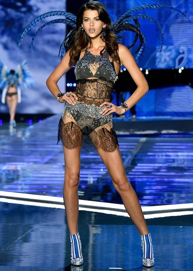 Thiên thần Victorias Secret hạnh phúc báo tin bầu bí - 1