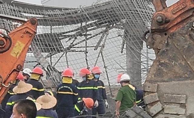Sập giàn giáo công trình xây dựng, 2 người tử vong - 1