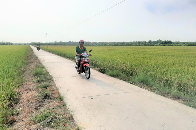 Lão nông tự nguyện hiến cả ngàn mét vuông đất để xã làm đường - 2