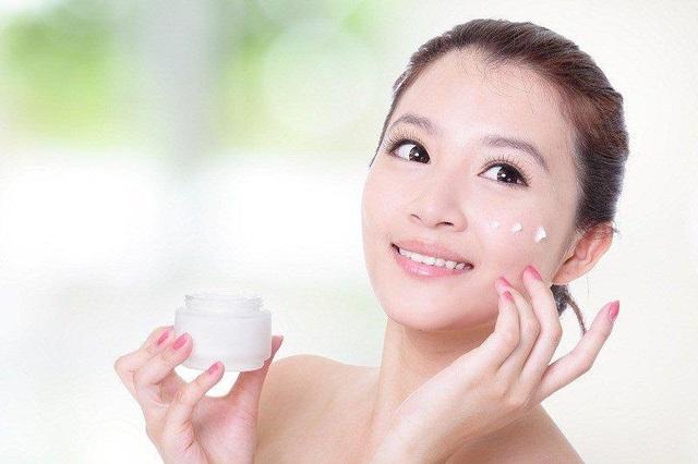 Chuyên viên Thẩm mỹ Trọng Thành chia sẻ cách chăm sóc da mặt cho chị em vào ngày hè - 2