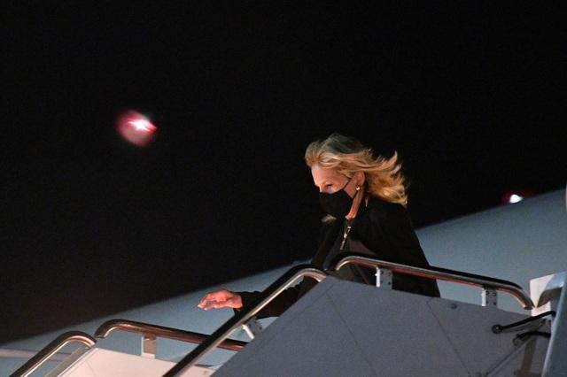 Đệ nhất Phu nhân Mỹ chơi khăm mật vụ, nhà báo trên Không lực Một - 1