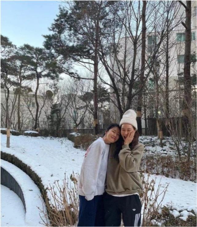 Hôn nhân viên mãn với chồng kém 9 tuổi khiến Choi Ji Woo ngày càng trẻ đẹp! - 10