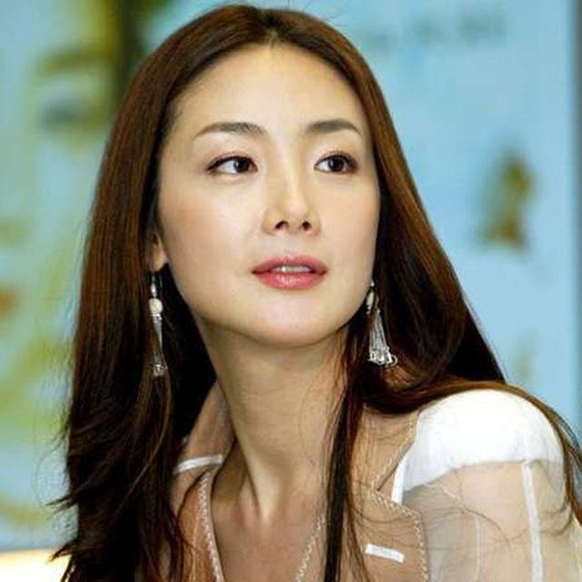 Hôn nhân viên mãn với chồng kém 9 tuổi khiến Choi Ji Woo ngày càng trẻ đẹp! - 6