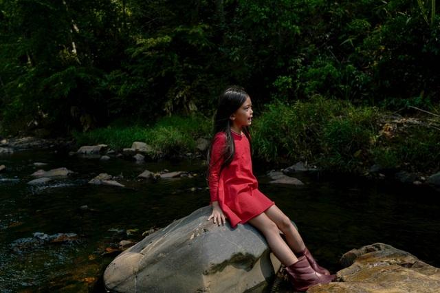 Con gái 7 tuổi của Đoan Trang gây bất ngờ khi hát nhạc Trịnh Công Sơn - 2