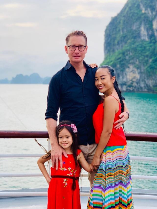 Con gái 7 tuổi của Đoan Trang gây bất ngờ khi hát nhạc Trịnh Công Sơn - 4