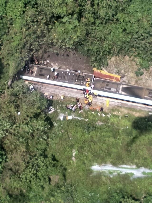 Hiện trường thảm họa đường sắt khiến 48 người chết ở Đài Loan - 2