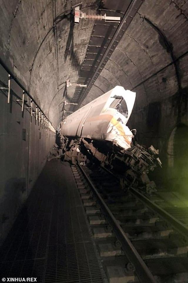 Hiện trường thảm họa đường sắt khiến 48 người chết ở Đài Loan - 7