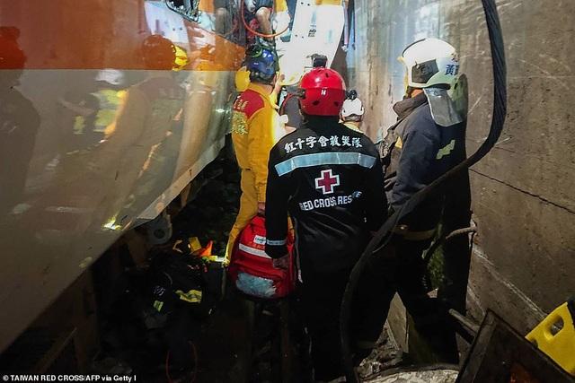 Hiện trường thảm họa đường sắt khiến 48 người chết ở Đài Loan - 10