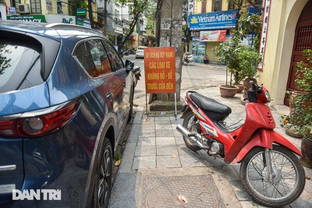 Ngán ngẩm cảnh bãi gửi xe, quán nước chè sống tầm gửi tại di tích phố cổ - 10