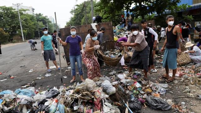 Kinh tế Myanmar tê liệt hậu binh biến - 2