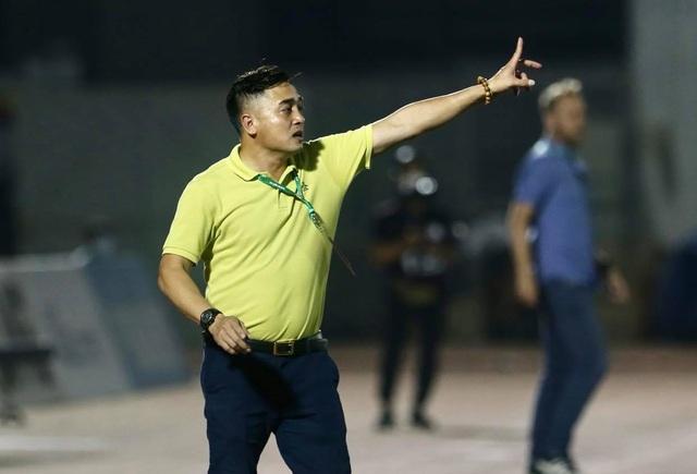 Thua trận thứ 3 liên tiếp, thầy của Lee Nguyễn vẫn không lo việc bị sa thải - 5