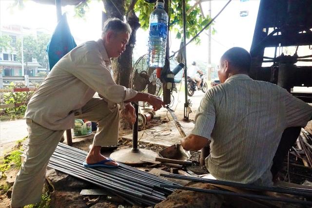 Nỗi niềm người thợ cuối cùng tại làng nghề rèn Lai Châu - 5