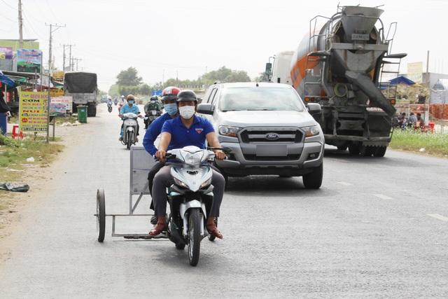 Phó Bí thư xã Đoàn làm xe hút đinh, tuyên truyền an toàn giao thông - 2