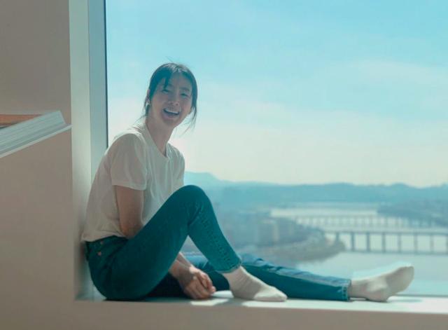 Hôn nhân viên mãn với chồng kém 9 tuổi khiến Choi Ji Woo ngày càng trẻ đẹp! - 3