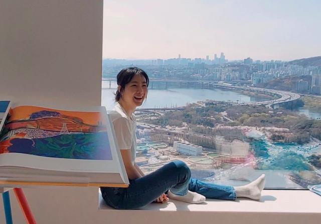 Hôn nhân viên mãn với chồng kém 9 tuổi khiến Choi Ji Woo ngày càng trẻ đẹp! - 4