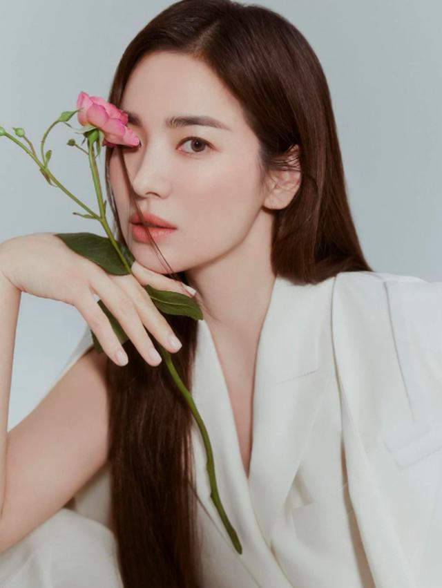 Song Hye Kyo: Từng bị chê béo múp và người bạn khác giới bí mật - 10