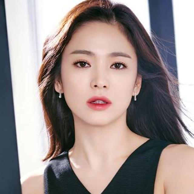 Song Hye Kyo: Từng bị chê béo múp và người bạn khác giới bí mật - 5