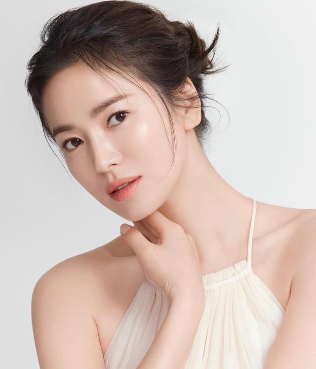 Song Hye Kyo: Từng bị chê béo múp và người bạn khác giới bí mật - 1