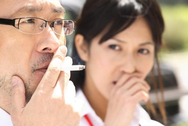 Sống cùng chồng hút thuốc, người phụ nữ mắc bệnh ung thư phổi - 1