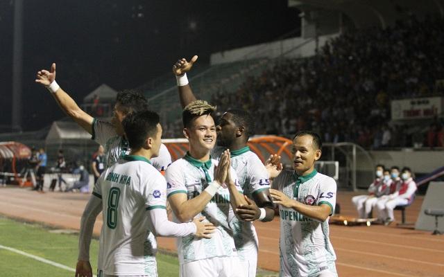 Lee Nguyễn không thi đấu, CLB TPHCM thua đậm Bình Định trên sân nhà - 7