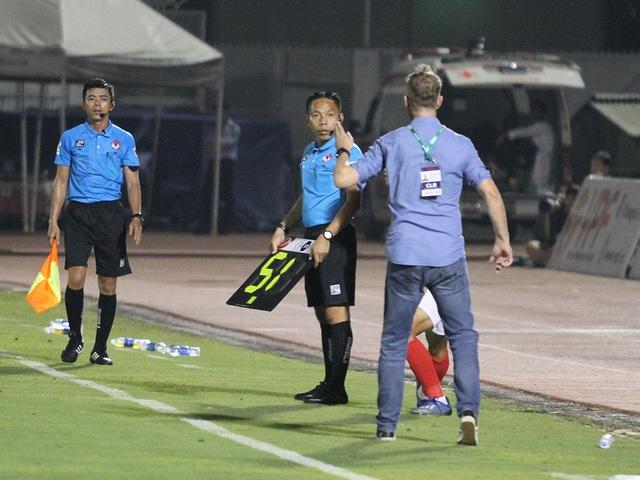 Lee Nguyễn không thi đấu, CLB TPHCM thua đậm Bình Định trên sân nhà - 11
