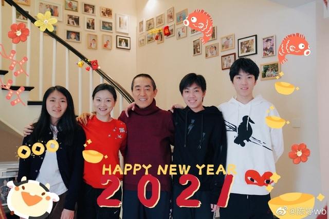 Vợ chồng đạo diễn Trương Nghệ Mưu tự hào công khai hình ảnh 3 con - 2