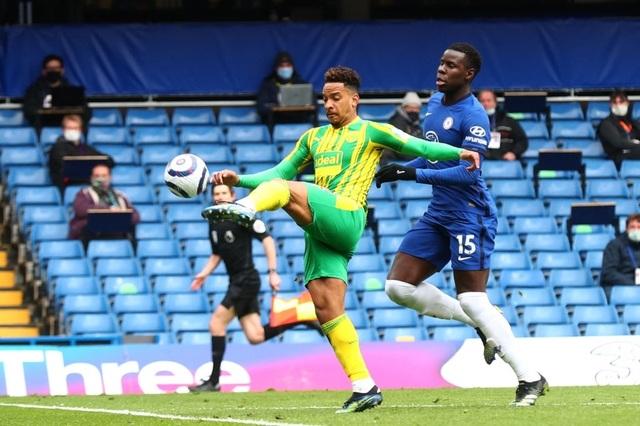 Chelsea 2-5 West Brom: Tấm thẻ đỏ của Silva kéo sập Stamford Bridge - 3
