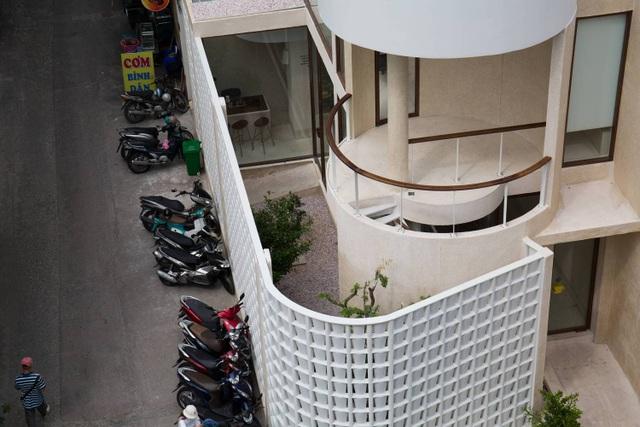 Độc lạ quán cà phê nửa kín nửa hở, phong cách nhỏ giọt ở Sài Gòn - 5