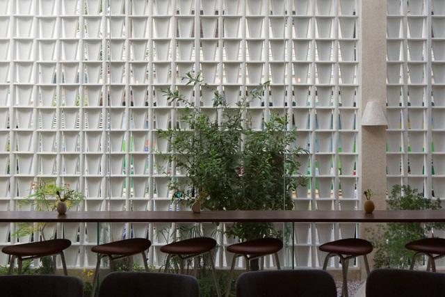 Độc lạ quán cà phê nửa kín nửa hở, phong cách nhỏ giọt ở Sài Gòn - 7