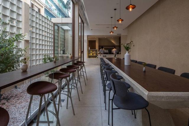Độc lạ quán cà phê nửa kín nửa hở, phong cách nhỏ giọt ở Sài Gòn - 8