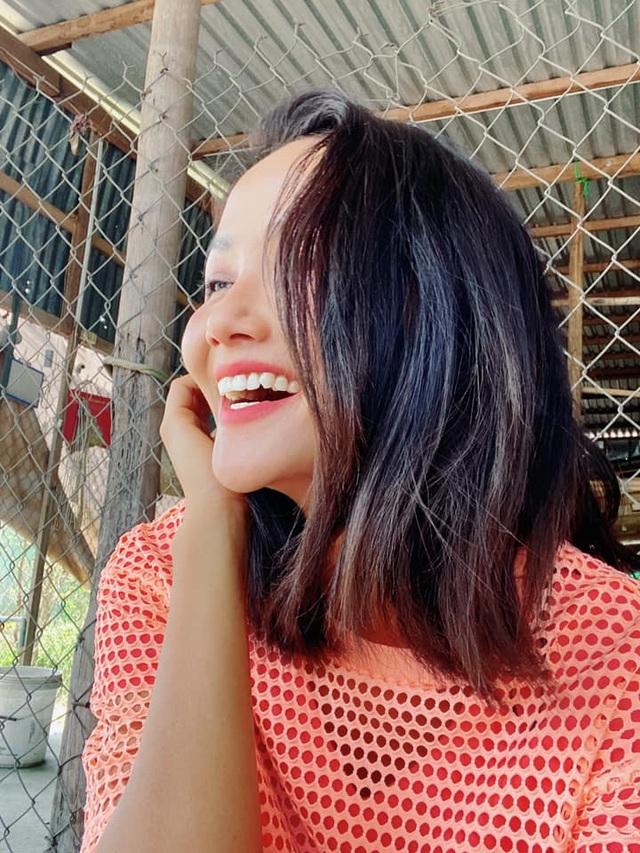 HHen Niê tung clip cùng loạt ảnh chứng minh gia đình 3 đời có cằm nhọn - 1