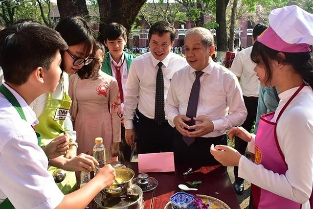 Thừa Thiên Huế: Nam sinh cũng phải học môn Nữ công gia chánh - 1