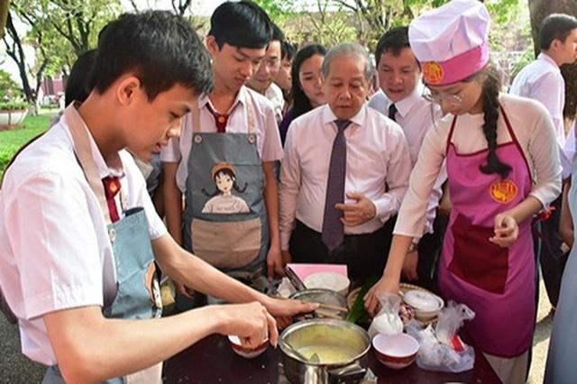 Thừa Thiên Huế: Nam sinh cũng phải học môn Nữ công gia chánh - 3