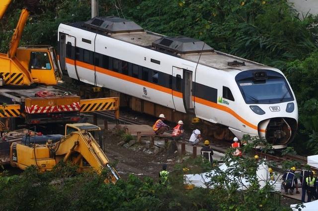 Đài Loan phát lệnh bắt nghi phạm khiến tàu trật bánh, 50 người chết - 1