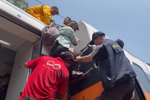 Địa ngục trên tàu Đài Loan sau cú đâm kinh hoàng nhất 4 thập niên - 2