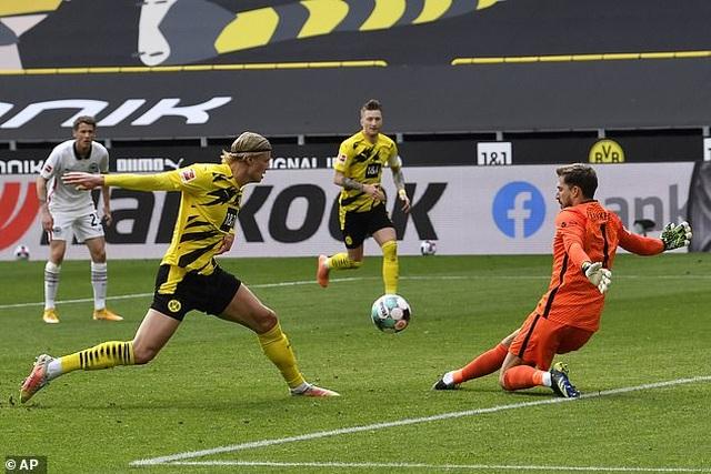 Bayern Munich tiến sát ngôi vô địch, Haaland bất lực cùng Dortmund - 10