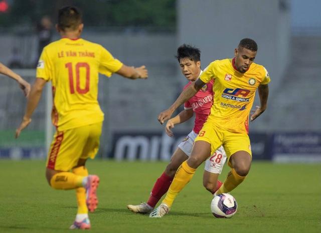 CLB Thanh Hóa đánh bại HL Hà Tĩnh ở trận đấu có mưa bàn thắng - 1