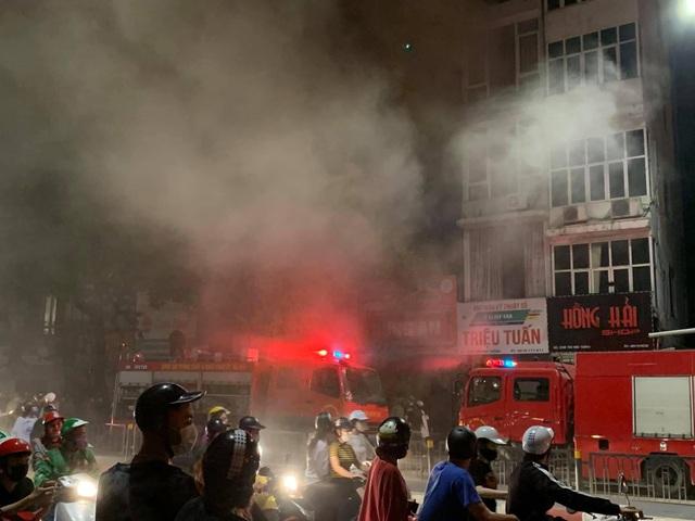 Hà Nội: Cháy lớn ở cửa hàng đồ sơ sinh, 4 người trong gia đình tử vong - 1