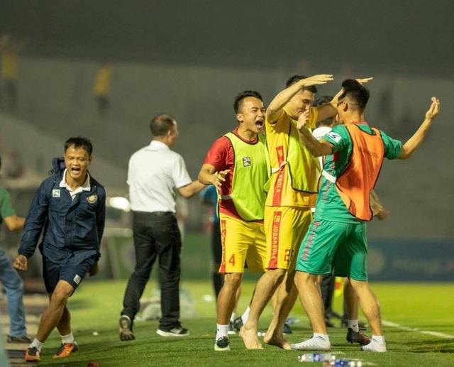 CLB Thanh Hóa đánh bại HL Hà Tĩnh ở trận đấu có mưa bàn thắng - 3
