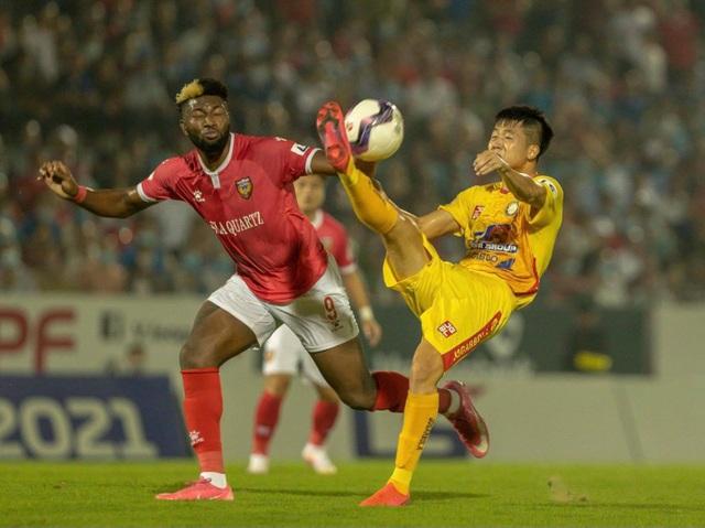 CLB Thanh Hóa đánh bại HL Hà Tĩnh ở trận đấu có mưa bàn thắng - 2