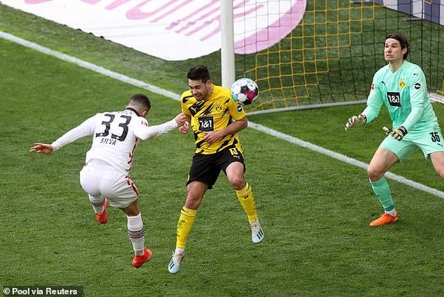 Bayern Munich tiến sát ngôi vô địch, Haaland bất lực cùng Dortmund - 13