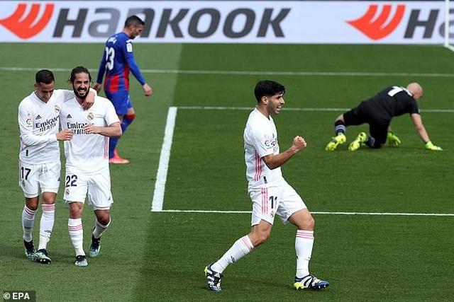 Benzema tỏa sáng, Real Madrid vượt mặt Barcelona và áp sát Atletico - 3