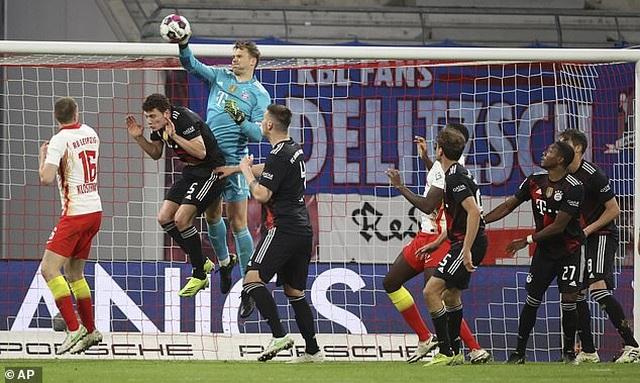 Bayern Munich tiến sát ngôi vô địch, Haaland bất lực cùng Dortmund - 1