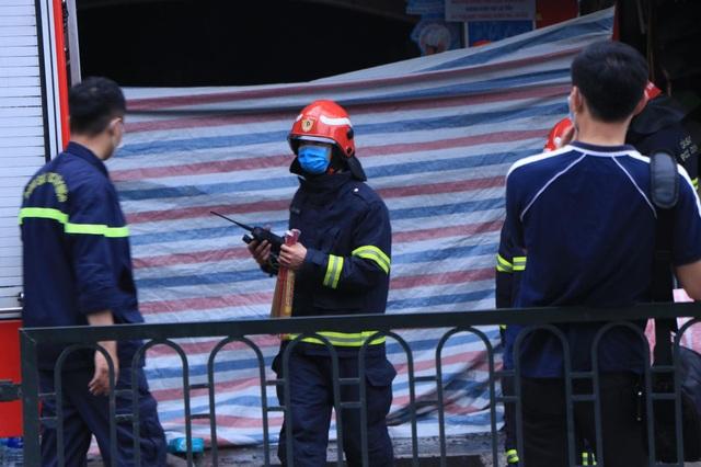 Hà Nội: Cháy lớn ở cửa hàng đồ sơ sinh, 4 người trong gia đình tử vong - 9