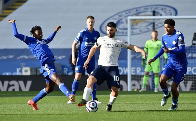 Leicester 0-2 Man City: Aguero phá siêu phẩm của Fernandinho - 2